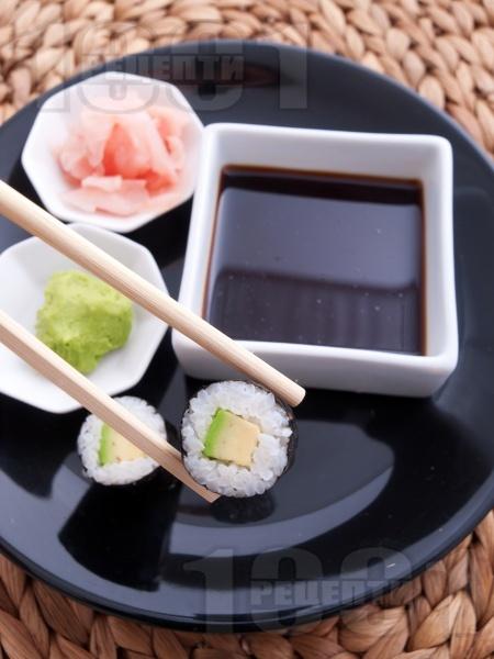 Суши Хосо Маки с авокадо - снимка на рецептата